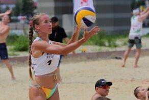 Песок, бикини, мяч: по-настоящему горячие снимки с турнира по пляжному волейболу в Ростове-на-Дону