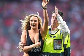 Эффектные девушки, из-за которых прерывали футбольные матчи