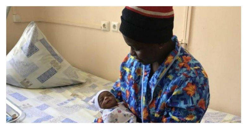 Нигерийская футбольная фанатка родила в Москве сына - назвала Иваном