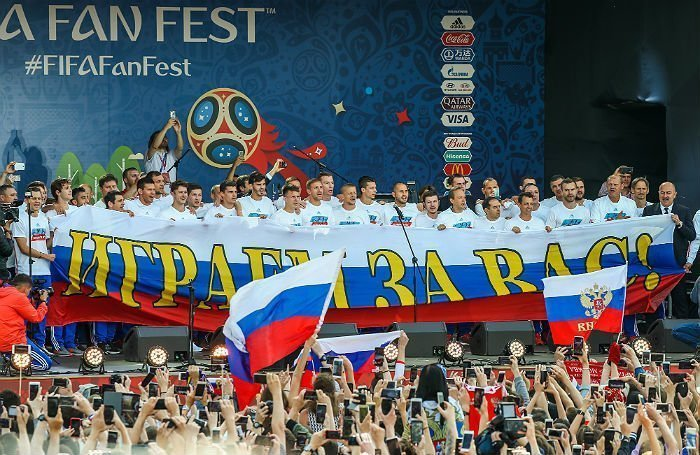 Сборная России встретилась с болельщиками на Воробьевых горах