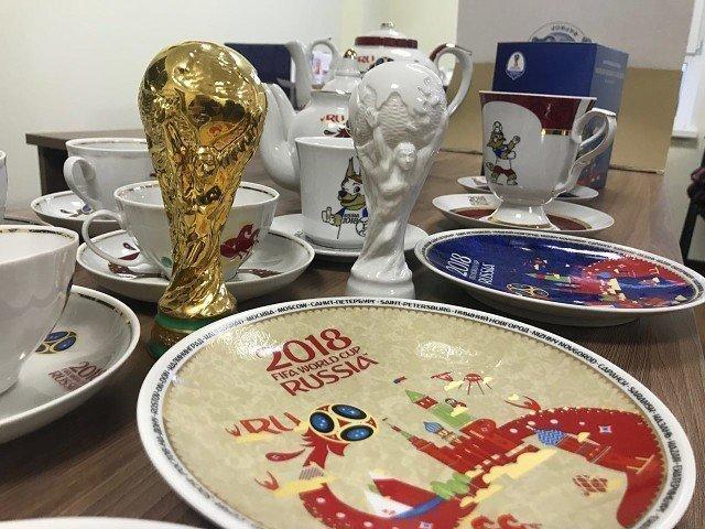 Нарасхват: что футбольные туристы отрывают с руками у торговцев сувенирами в России?