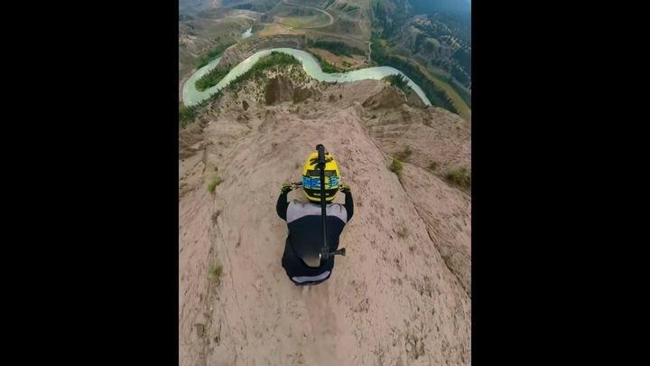 Сумасшедший спуск с горы на велосипеде