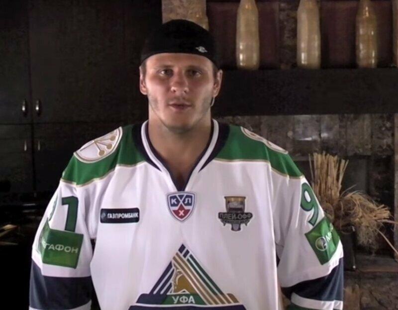 Чемпион мира по хоккею устроил дебош в самолете