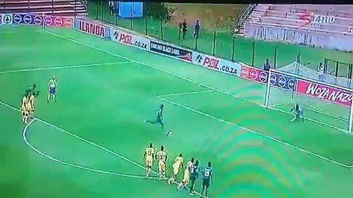 Наглый футболист подло сыграл рукой и реализовал пенальти