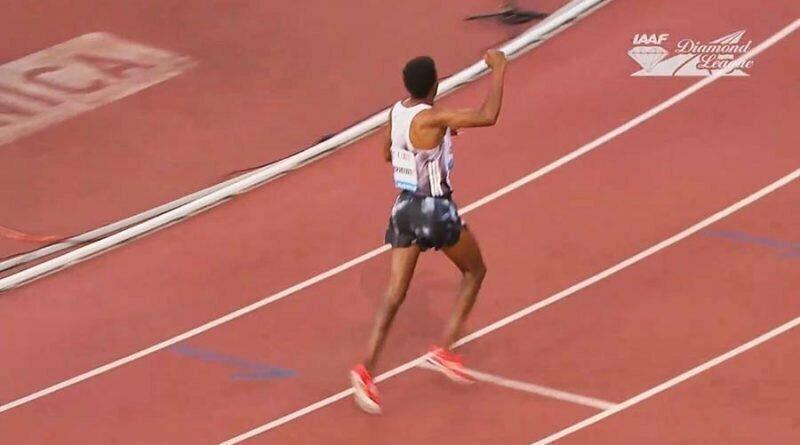 Ошибочка вышла: эфиопский бегун начал праздновать победу за круг до финиша