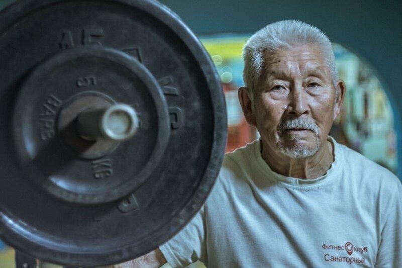 Спортсмен из Калмыкии в 83 года установил новый мировой рекорд по пауэрлифтингу