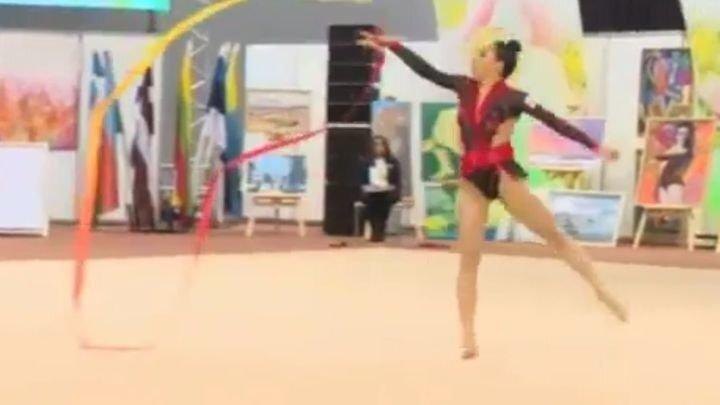 Забавный казус во время выступления по художественной гимнастике