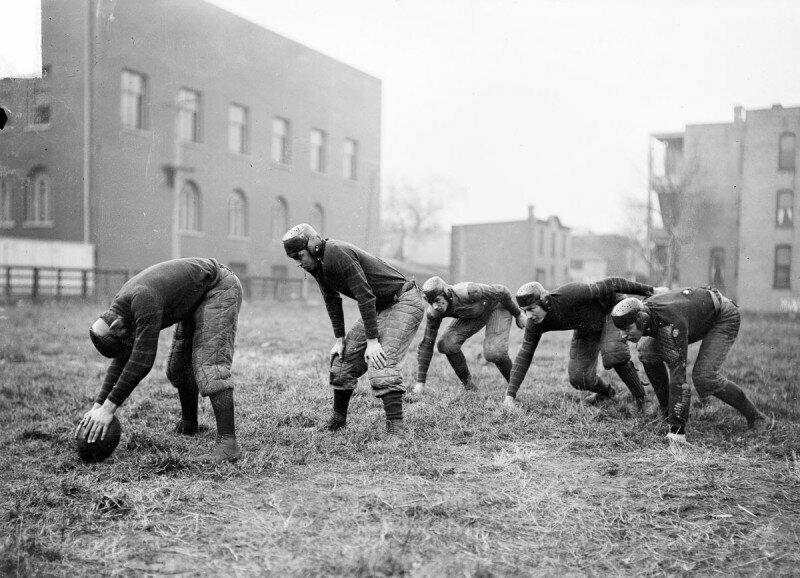 19 смертельных травм за год: как играли в американский футбол в начале XX века