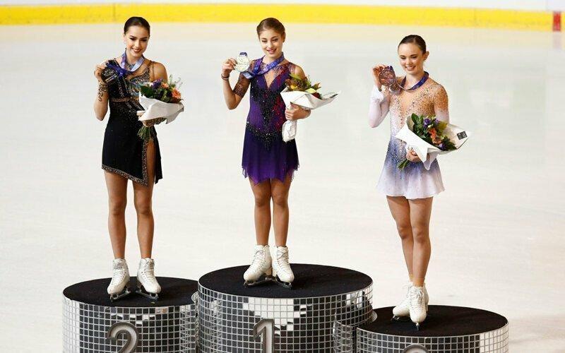 Американка вернула медаль российской фигуристке, лично наградив её