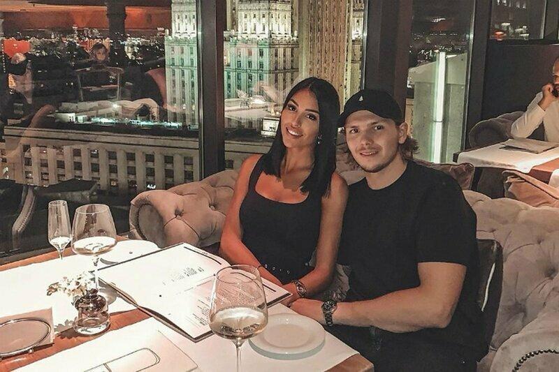 Российский хоккеист потерял работу из-за жены