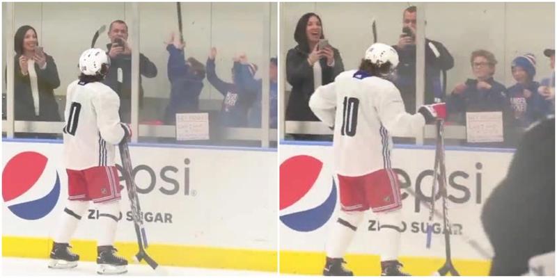 Российский хоккеист на тренировке подарил клюшки своим маленьким поклонникам