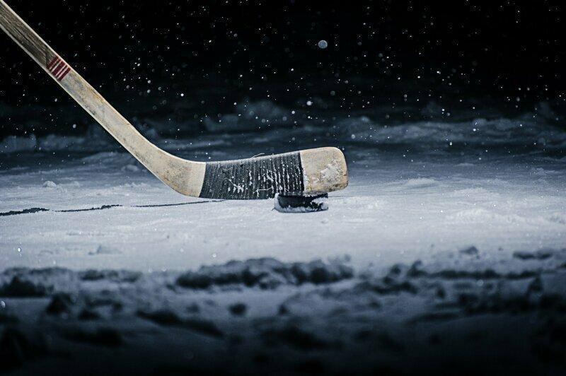 В НХЛ стало не хватать клюшек из-за коронавируса