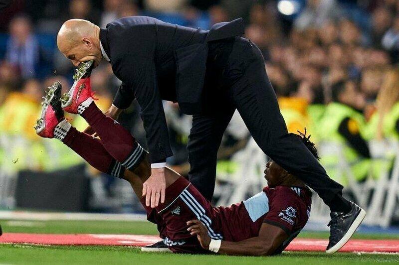 Тренер мадридского «Реала» получил бутсой по лицу от футболиста