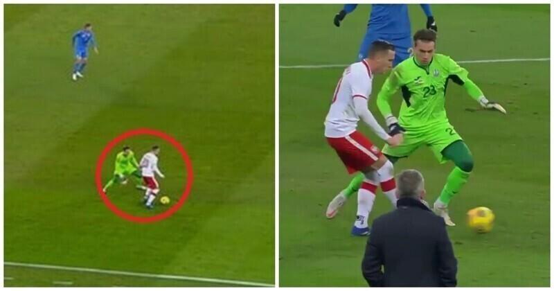 Вратарь сборной Украины совершил курьезную ошибку и пропустил мяч
