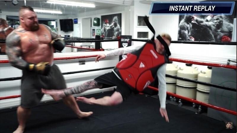 Гимнаст узнал, что будет, если его ударит сильнейший человек планеты