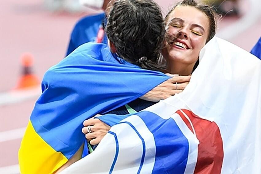 В Минобороны Украины побеседуют с легкоатлеткой после фото с Ласицкене