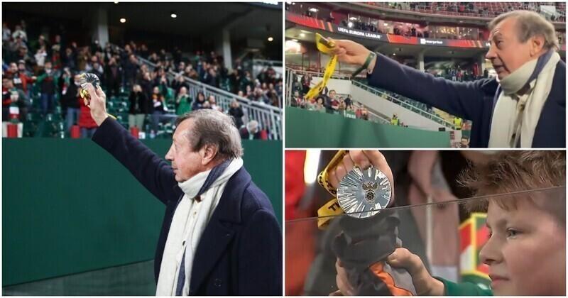 Футбольный тренер Юрий Семин подарил свою медаль мальчику на трибуне