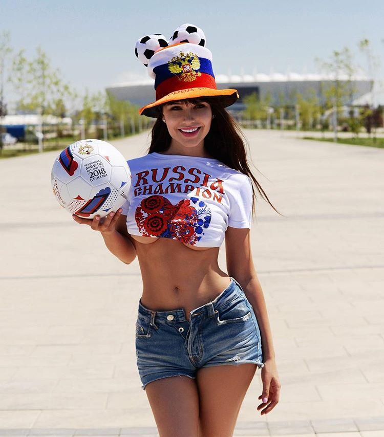 Российские модели даже приняли участие в фотосессиях, в рамках поддержки футболистов болельщицы, девушки, спорт, фанатки, футбол, чм-2018