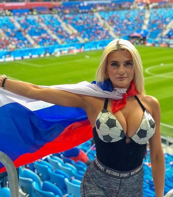 Российские болельщицы могут заставить вас забыть о том, за какую команду вы пришли болеть