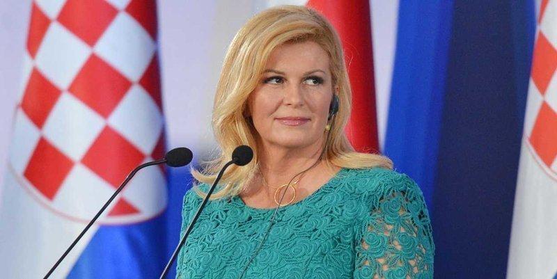 Президент Хорватии прилетела экономом, посмотрела матч с обычными фанатами и пригласила Путина в Сочи