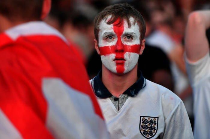 Многие британцы следили за решающим матчем в специально отведенных для этого публичных местах. Неудачу национальной сборной болельщики переживали максимально эмоционально Англия, Хорватия, болельщики, спорт, фанаты, футбол, чемпионат мира
