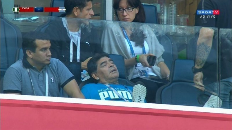 А потом немного вздремнул ynews, аргентина, видео, диего марадона, россия, спорт, футбол, чемпионат мира