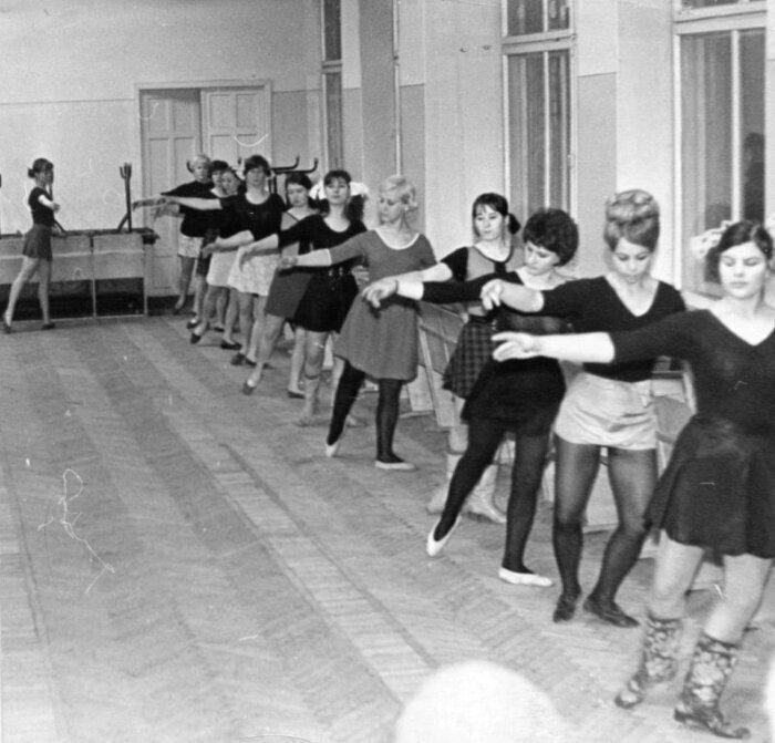 Танцевальная группа в городе Набережные челны, 1971 год