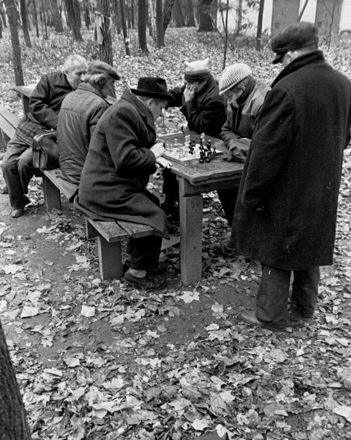 Солидные люди в московском Парке им. Горького, 1987 год