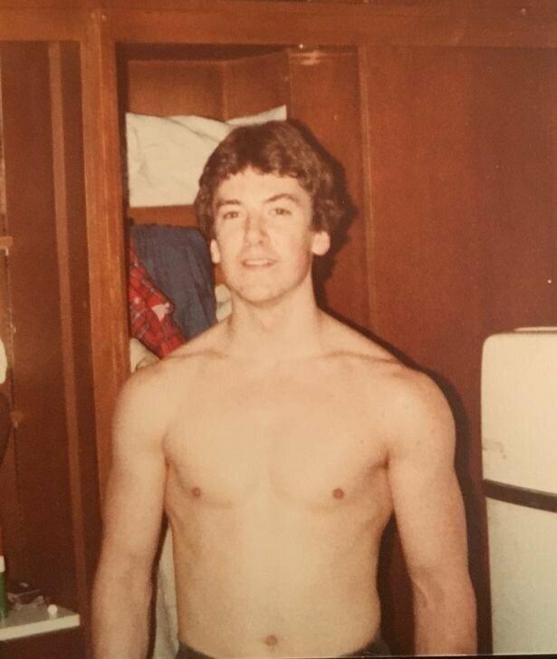 Клейтон Патерсон из Огайо, США, начал заниматься спортом в подростковом возрасте  бодибилдинг, история, мужчина, пенсионер, спорт, сша, форма