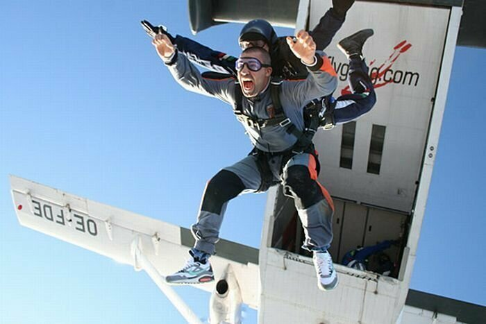 Воздушные экстремалы скайдайвер, спорт, тандем