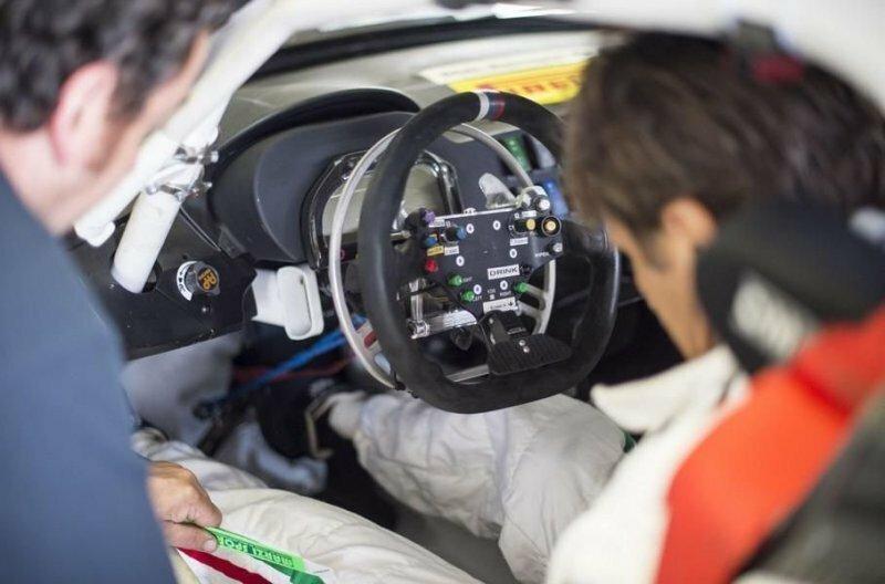Специально для суточной гонки в Спа BMW Z4 особым образом переделали, чтобы Занарди мог делить машину с партнерами авто, автомобили, автоспорт, алессандро занарди, гонки, гонщик, инвалид, спорт