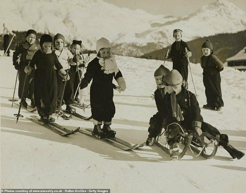 Маленькие лыжники в Санкт-Мориц, Швейцария, 1938 год 20-е годы, история, лыжи, ретро, ретро фото, спорт, старые фото, фото