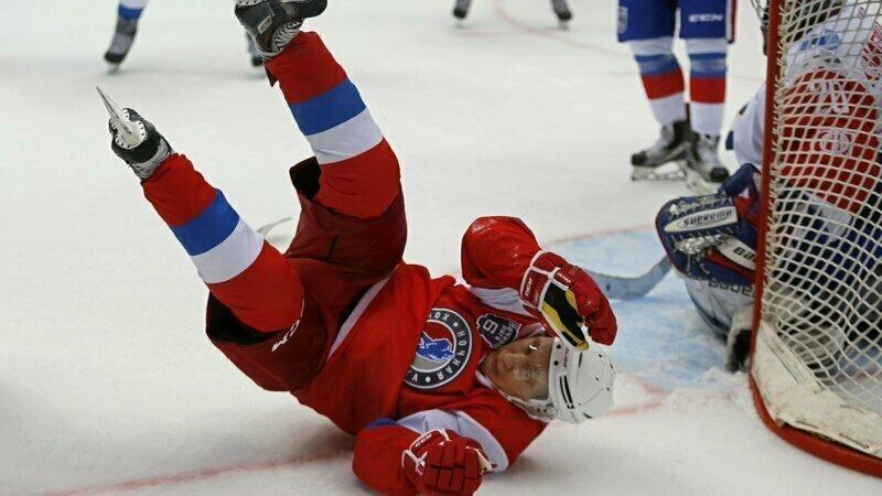 Владимир Путин подумывает по окончании политической карьеры уйти в хоккеисты