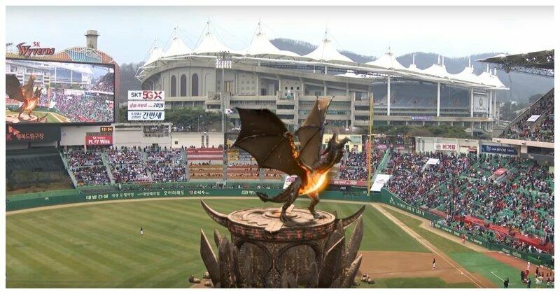 Как живая! Реалистичная виверна на чемпионате по бейсболу в Южной Корее