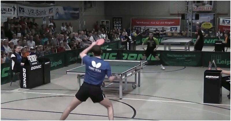 Напряженный поединок двух мастеров настольного тенниса