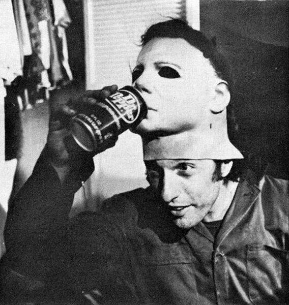 Ник Касл, исполнитель роли Майкла Майерса, на съемках оригинального и нового «Хэллоуина» спустя 40 лет. знаменитости, кино, спорт, фото, фотографии, шоубизнес, эстрада