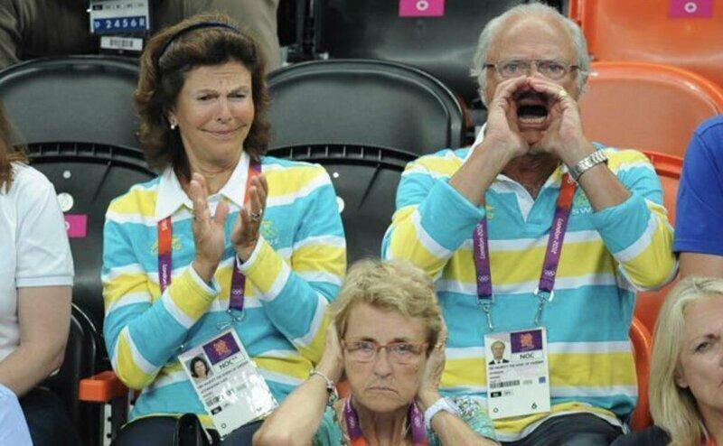 Король Швеции Карл XVI Густав болеет за свою сборную по гандболу на Олимпиаде в Лондоне в 2012 году болельщик, король, прикол, спорт, фотошоп, юмор