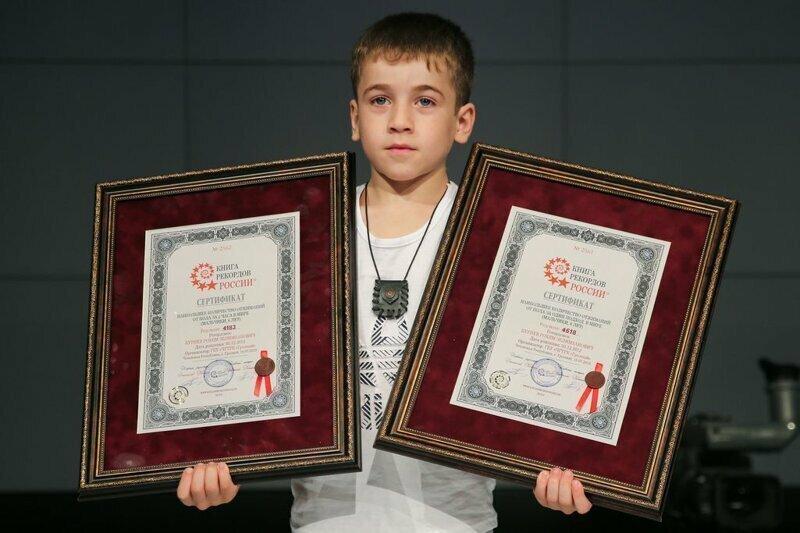 Второй рекорд - наибольшее количество отжиманий от пола за один подход среди мальчиков шести лет