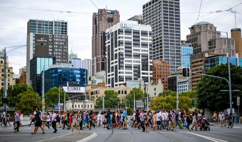 Незнакомцы австралия, медузы, обувь, пластика груди, спорт, факты