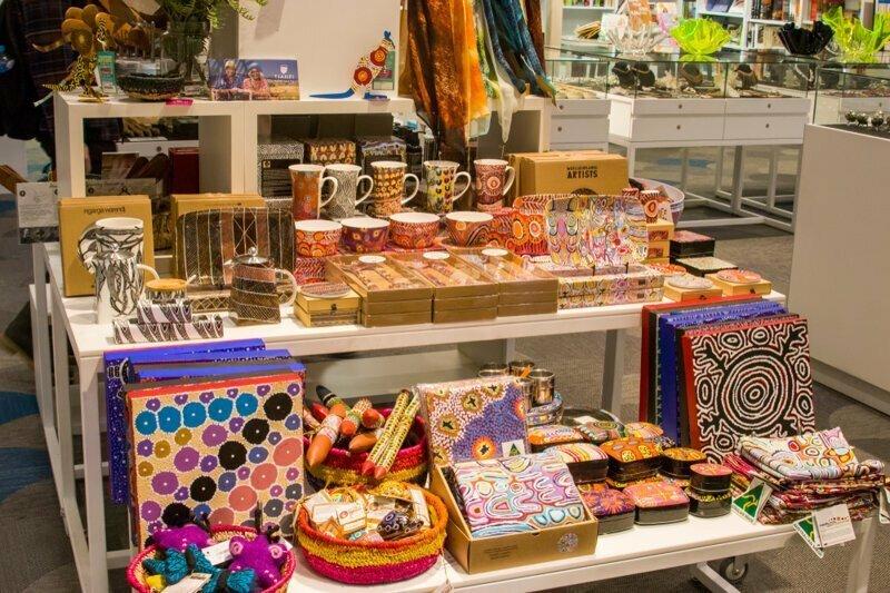 Сувениры австралия, медузы, обувь, пластика груди, спорт, факты