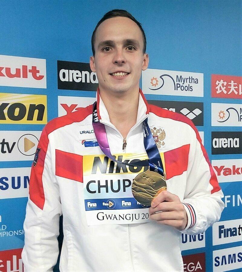 Российский пловец Антон Чупков выиграл золотую медаль чемпионата мира-2019, который проходит в корейском Кванжу, установив при этом мировой рекорд. Он показал результат в 2 минуты 06,12 секунды.