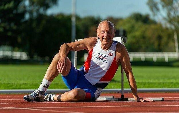 Кроме всего этого, мужчина побил 11 рекордов по лёгкой атлетике