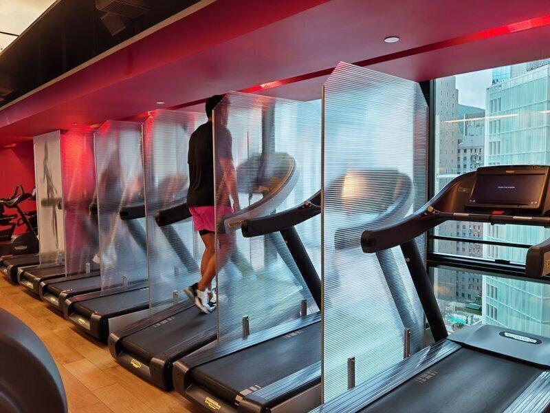 Немного по-новому: в Гонконге открывают фитнес-клубы и тренажерки