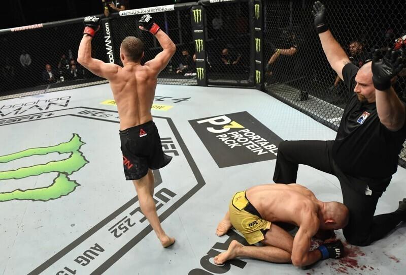 В одном ряду с Федором и Хабибом: Петр Ян принес России второй чемпионский титул в UFC