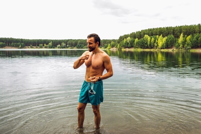 Житель Томска побил рекорд Гиннеса по жиму штанги под водой