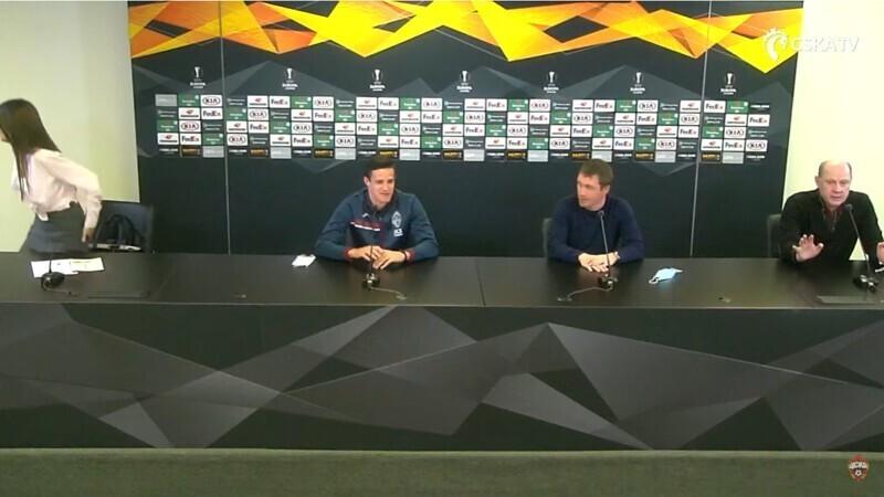 Переводчица не смогла перевести ответ игрока ЦСКА и сбежала с пресс-конференции