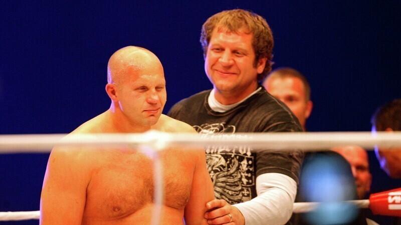 Александр Емельяненко опубликовал эксклюзивное фото с братьями