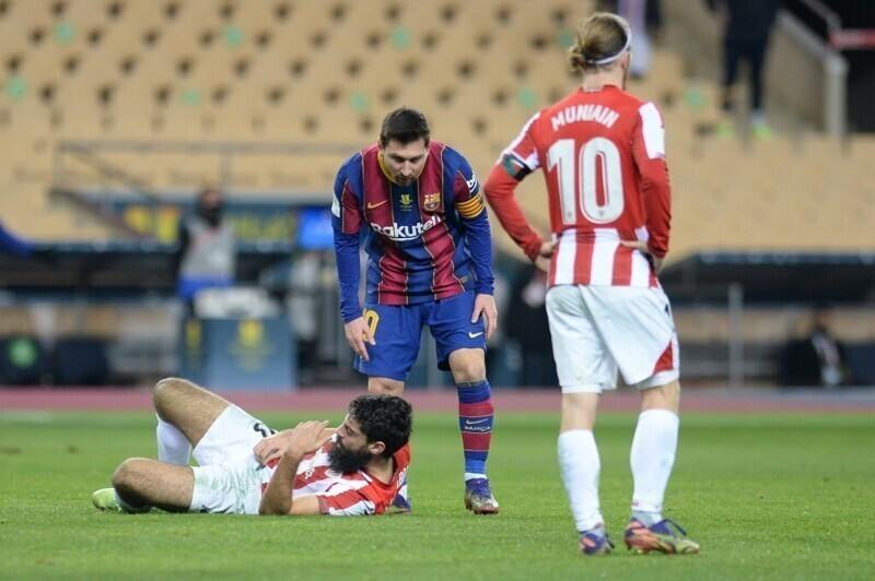 Лионель Месси ударил соперника и получил красную карточку