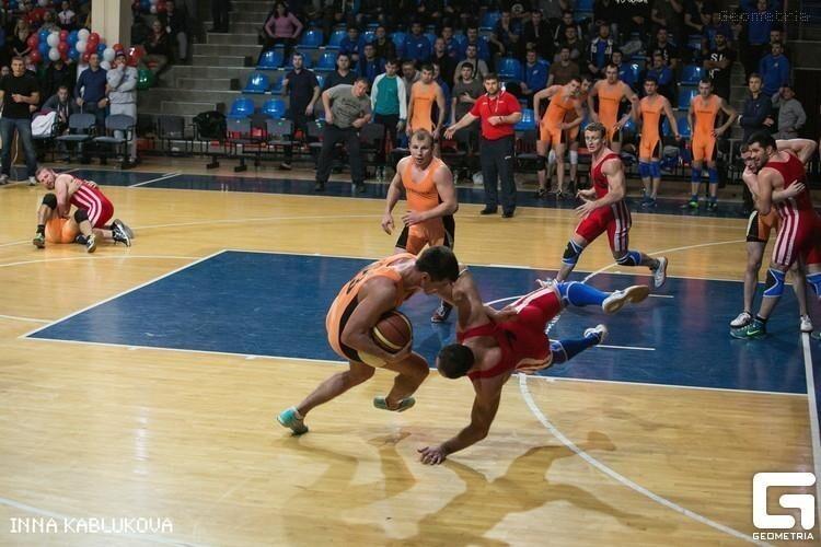 Ролик с российскими борцами-баскетболистами стал вирусным в западных соцсетях