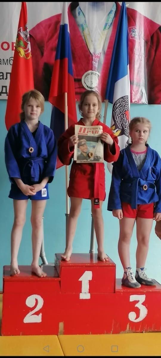 Детям-самбистам вместо медалей надели на шею сушки на ниточке